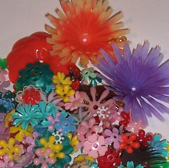 Over The Rainbow Vintage Plastic Flowers 160 With Free Beads