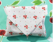 sandwich wrap - cloth napkin - eco - reusable - oilcloth - white with red flowers