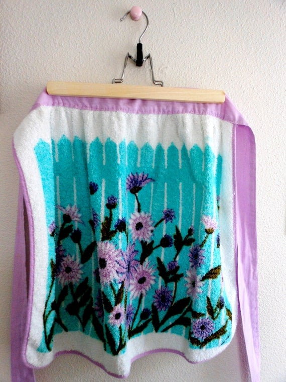 Terry Cloth Flowers & Fence Half Apron