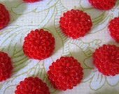 12 red 10mm flower cabochons, round floral itty bitty chrysanthemum mum cabs