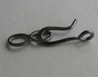 20 Gunmetal finished brass hook and loop clasps with perpindicular ring 20mm