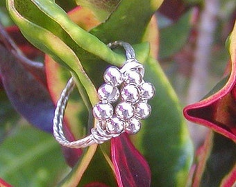Ring -- Wire-Wrapped Cluster Ring Ten Little Silver Beads, sz 7
