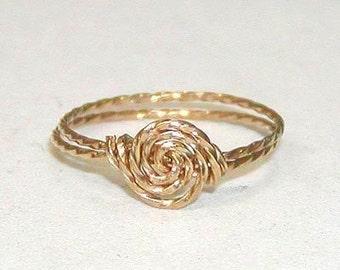 SALE Delicate Rosette Swirl Gold Wire Ring, sz 7-1/2