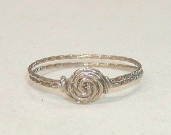 SALE Delicate Swirled Rosette Silver Wire Ring, sz 7