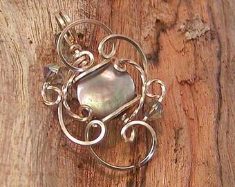 Luminous Black Mother-of-Pearl Mini-Sculpted Pendant