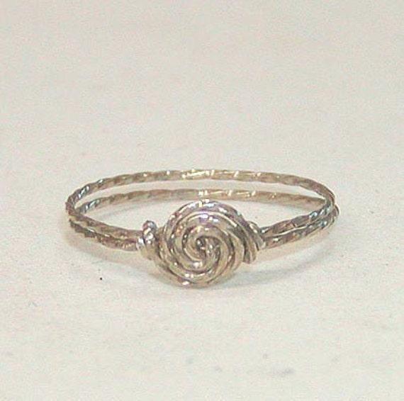 SALE Delicate Swirled Rosette Silver Wire Ring, sz 4