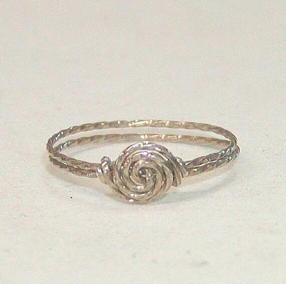 SALE Delicate Swirled Rosette Silver Wire Ring, sz 9