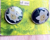 White Daffodil and Navy Cuff Links on Dimes
