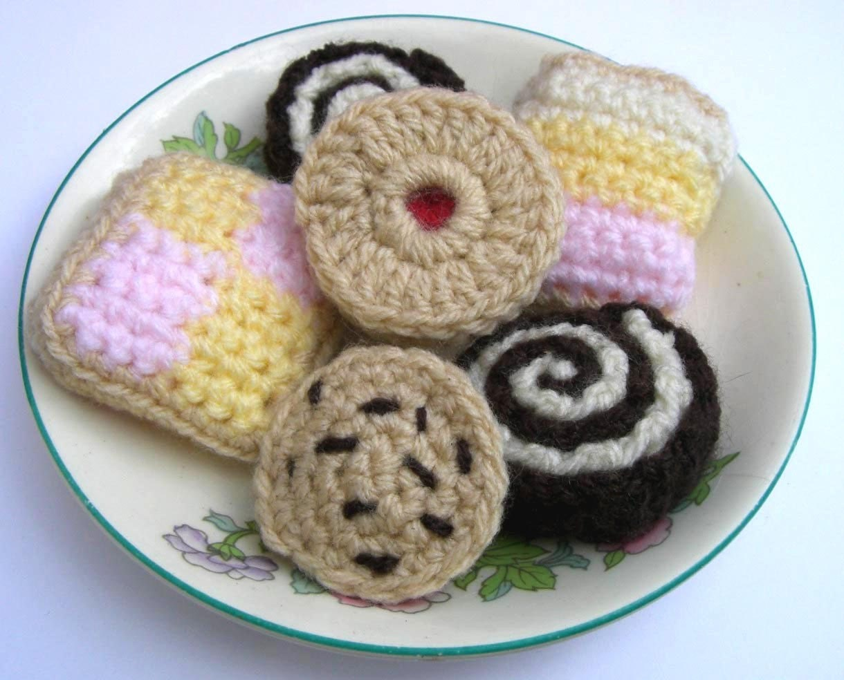 Crochet Pattern For Cakes Biscuits Amp Cookies Jammy Dodger