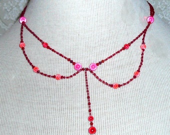 Beaded necklace Dramatic red and pink