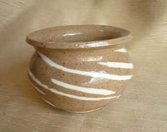 ceramic swirl bowl