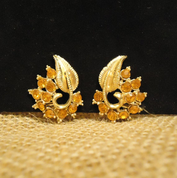 RESERVED for WEMBLY Vintage Earrings STAR Designed Gold with Gold Crystals Clip