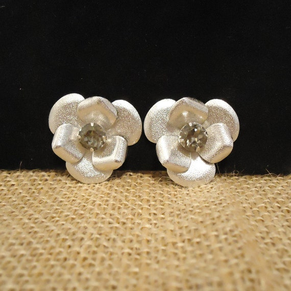 Vintage Earrings Silver Flowers Clip