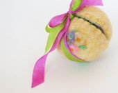 Wool Easter Egg: Sweet Something in Delight (Silk and Wool Surprise Spring Egg)