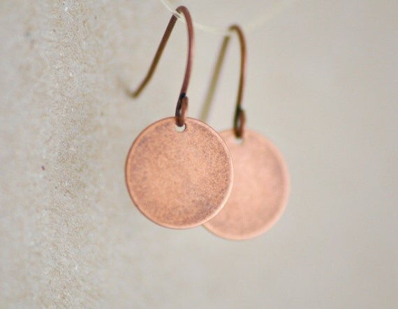 Antique copper round disc earrings - simple everyday jewelry - edor