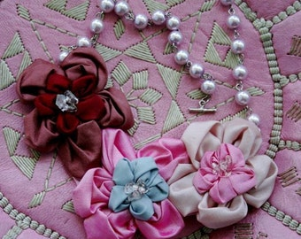 Les fleurs necklace