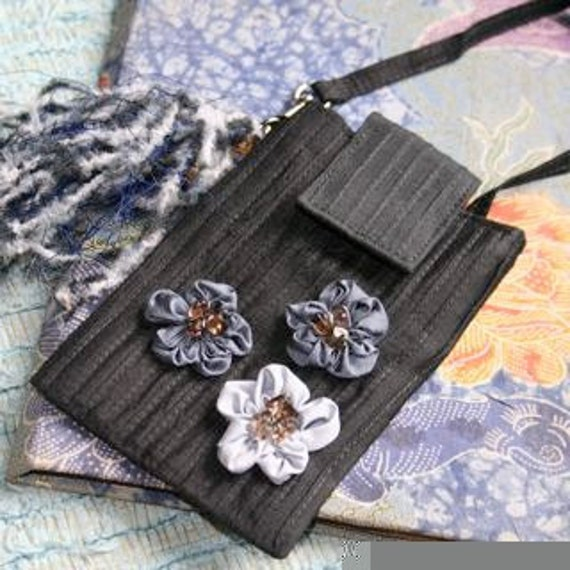 La fleur gadget for Ipod or slim cell phone