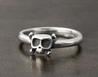 Baby Skull Ring 'Louie' in sterling silver - Engagement ring - Valentine's day gift