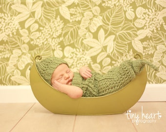 Custom Order for a Crochet Pea Pod Cocoon and Hat Set  Newborn Photo Prop