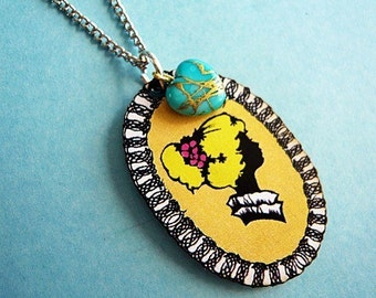 Classic Yellow Lady Cameo Necklace