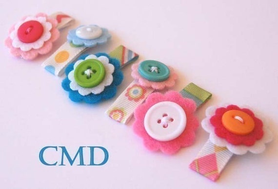 Set of 6 Mini Baby Flower Clips in Cupcake