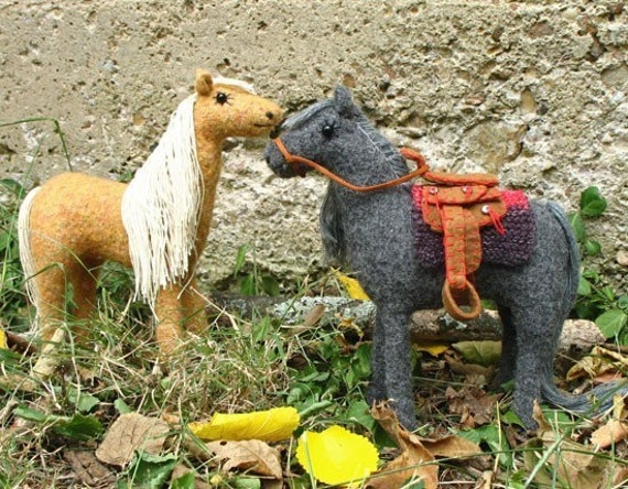 Dusty and Satchel Pattern for knitted and felted horse