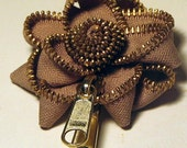 ZIPPER FLOWER BROOCH - TAN