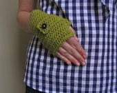buttoned gloves // lettuce and navy // S/M