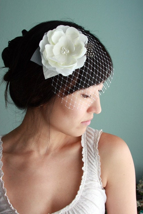 Lovely and modern bridal hair piece, silk flower, detachable DewDrop veil, feathers