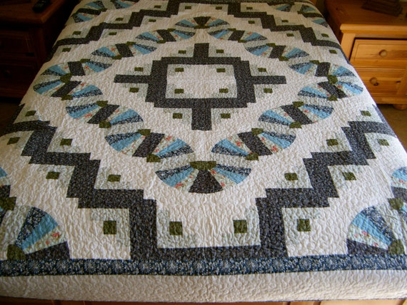 Machine quilted Shade of Blue Log Cabin Fan  Patchwork   Quilt
