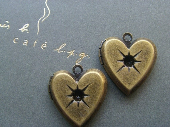 4x HEART LOCKET (in antique brass) 17x17mm - code 218