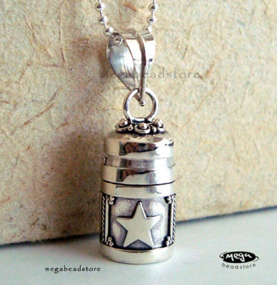 Small Locket Pendant Moon and Star Bali 925 Sterling Silver w/ Chain P62FC9