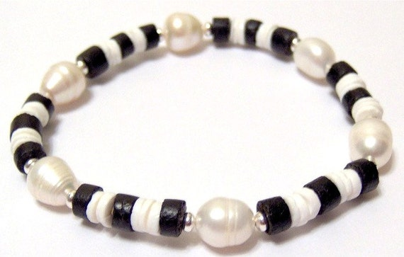 Black Cocoa White Moon Shell and Freshwater Pearl Stretchy Bracelet Size 8 Inches