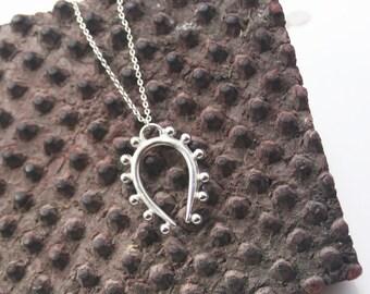 Single U Necklace
