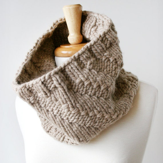 Chunky Knit Cowl - Luxurious Unisex Neckwarmer in Merino Wool and Cashmere - Fall Fashion Winter Fashion