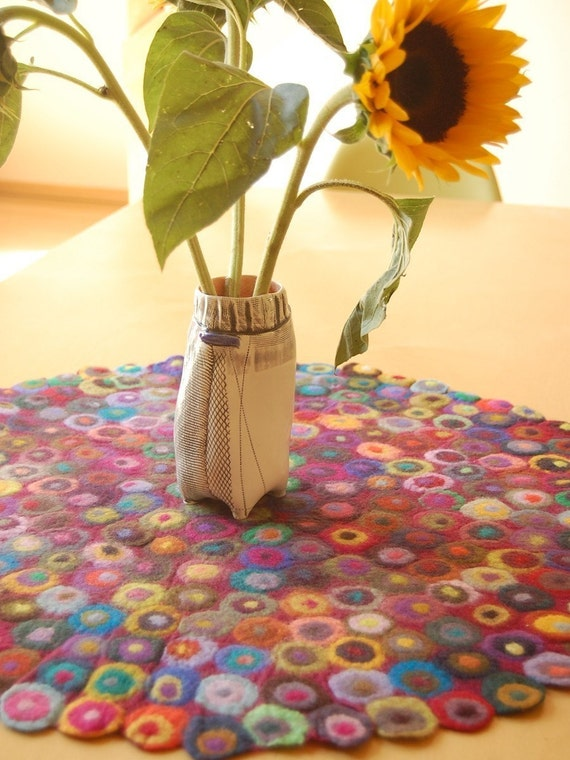 so many dots LARGE table runner