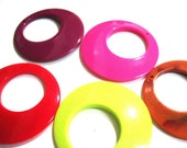 destash - 5 XL lucite hoop pendants retro