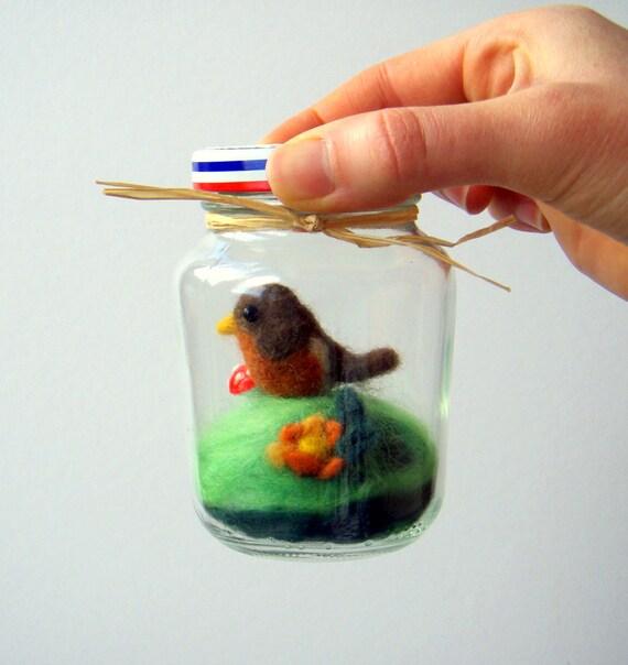 Woodland Robin - Mini Habitat Jar