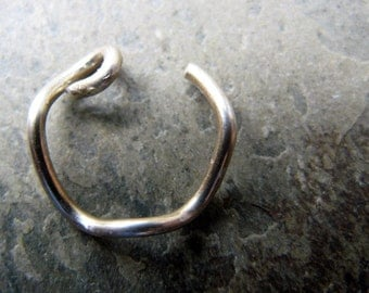 18g squiggly hoop-- custom nose ring-- primitive series-- handmade by thebeadedily