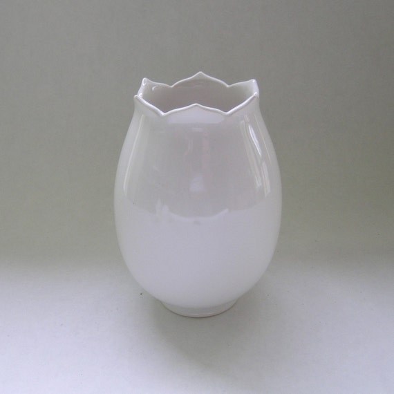 Ceramic Tulip Vase in White