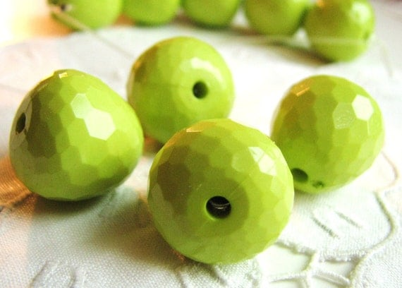 The Big Green Apples in Delicious Beads(4) b1787