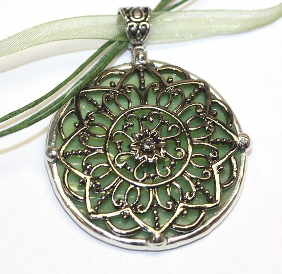 Round Stained Glass and  Filigree Pendant (SGor-P5)