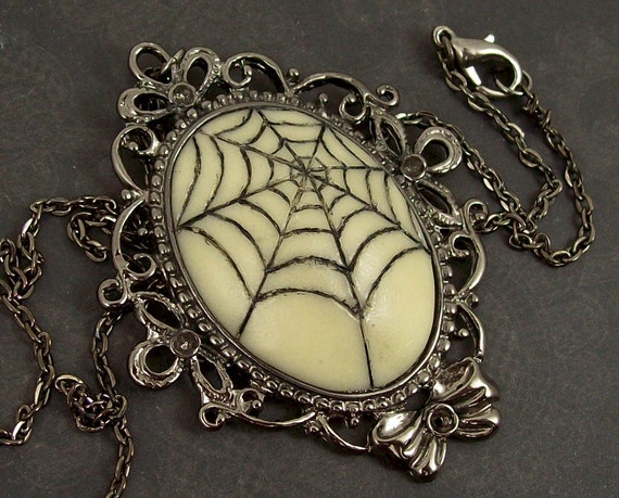 Spiders Web Necklace (glows in the dark )
