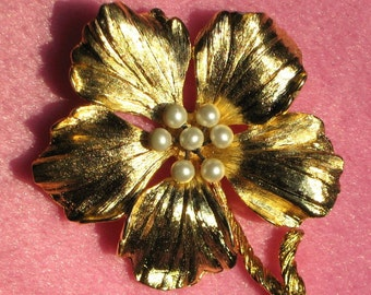 Flower Vintage Pearl Brooch Pin Bloomer Hand Wired Mid Century 40s 50s Statement Clusterd Spray High Relief Mad Men Dimensional Hollywood