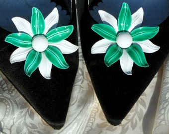 Bold Couture Green Flowers White Shoe Clips Wedding Bloomers Statement Pinwheel Mad Men Era Hollywood Marilyn Mid Century Jewels for Shoes