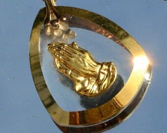 Praying Hands Vintage Necklace Spiritual Catholic Christian Easter Confirmation Carved Glass Intaglio Mid Century Pendant Gold God Jesus 60s