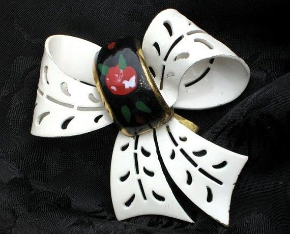 Cottage Chic Bow BiG Flower Power Style Vintage Retro 1960's Cut Out Enamel Brooch Pin IvorY White Black Red Unique
