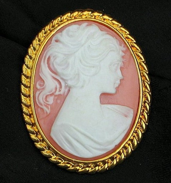 Pretty Pink Vintage Cameo Gold Scrolled Large Brooch Pin