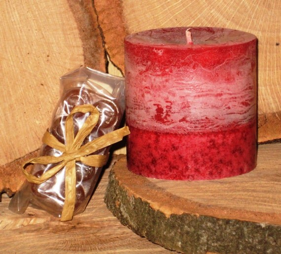 Rose Petal Scented Candle and Red Currant Bio-Soap Gift Set