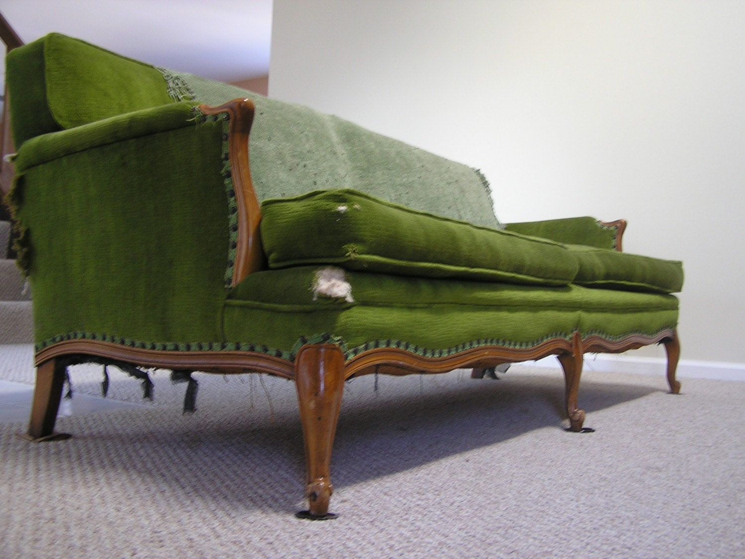 Green velvet vintage couch for Where can i buy vintage furniture